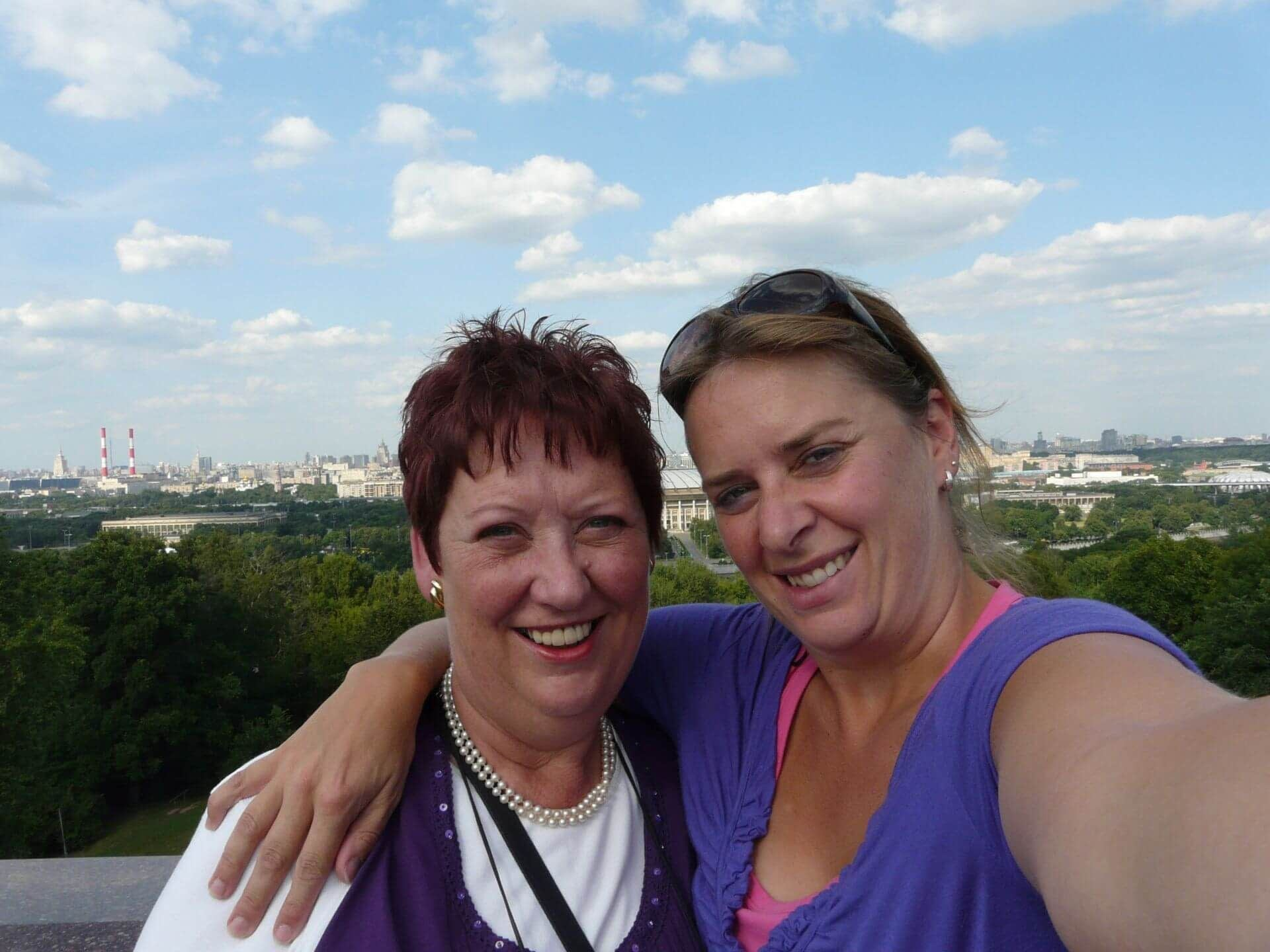 Wat een mooie herinnering. Mams en Marinka in Rusland. Even samen weg toen het nog kon. - Traan en een Lach