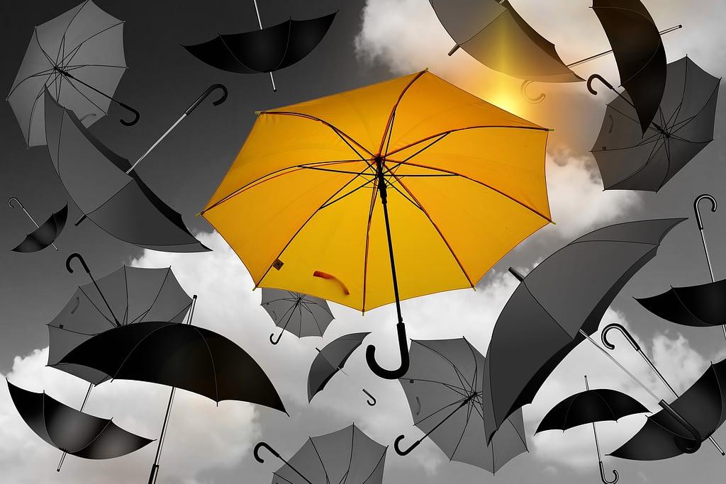Rouw - Rouw is universeel en toch zo uniek - net als deze paraplu's - Traan en een Lach