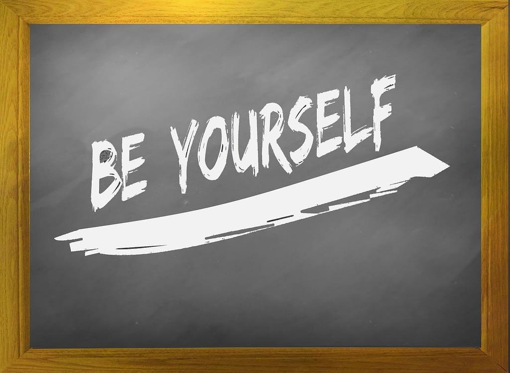 Rouw - Jezelf zijn. Sowieso lastig om trouw aan jezelf te blijven in alle omstandigheden. Maar zeker wanneer je in rouw bent. Al die adviezen -Traan en een Lach